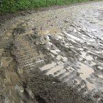 110&111鞍目-大雨洪水警報の翌日、ドロドロの馬場で
